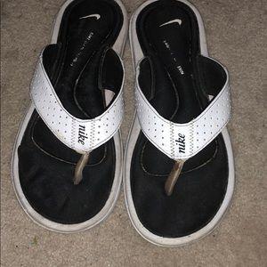 Nike black and white flip flops